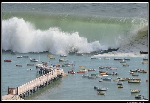 Tsunami, tomada por el fotografo Christian Vinces