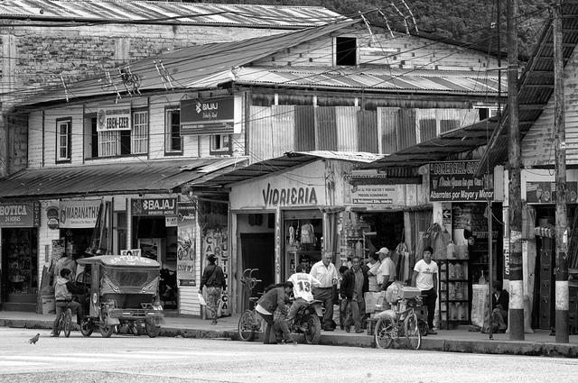 Zona comercial de Oxapampa, Perú